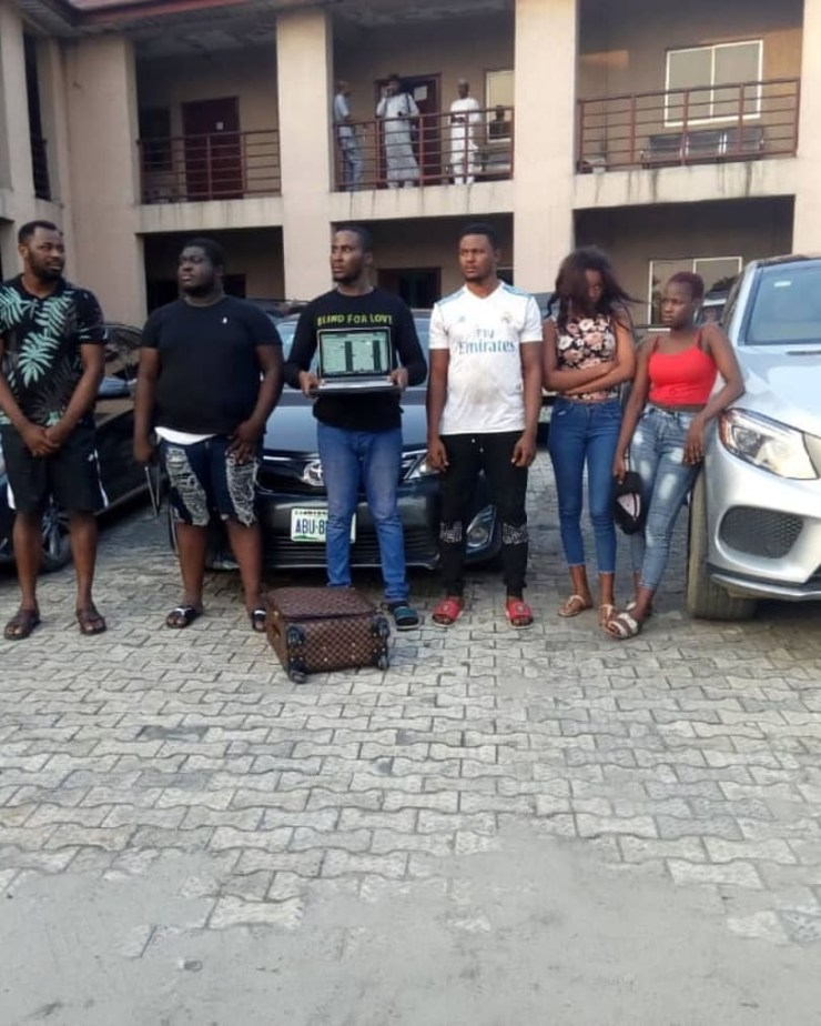 Photos: Six suspected internet fraudsters including two females arrested by EFCC operatives in Port Harcourt