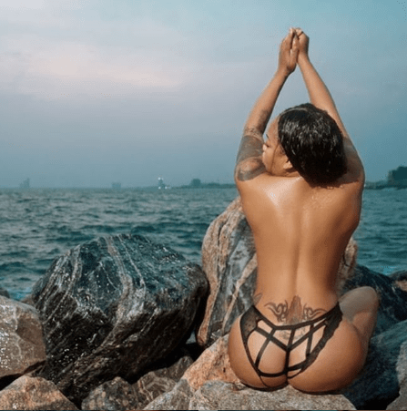 Toyin Lawani exposes her breasts and crotch in new photos then warns followers not to flirt with her