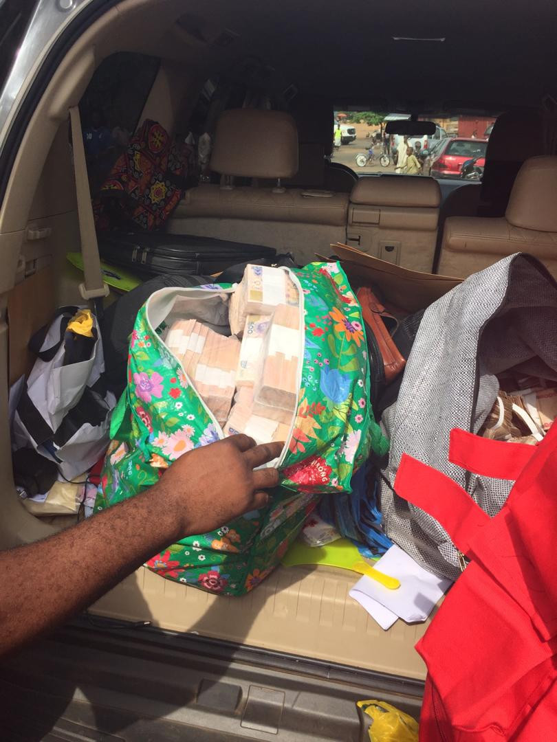 EFCC operatives intercept bundles of cash to be used for vote buying in Benue state
