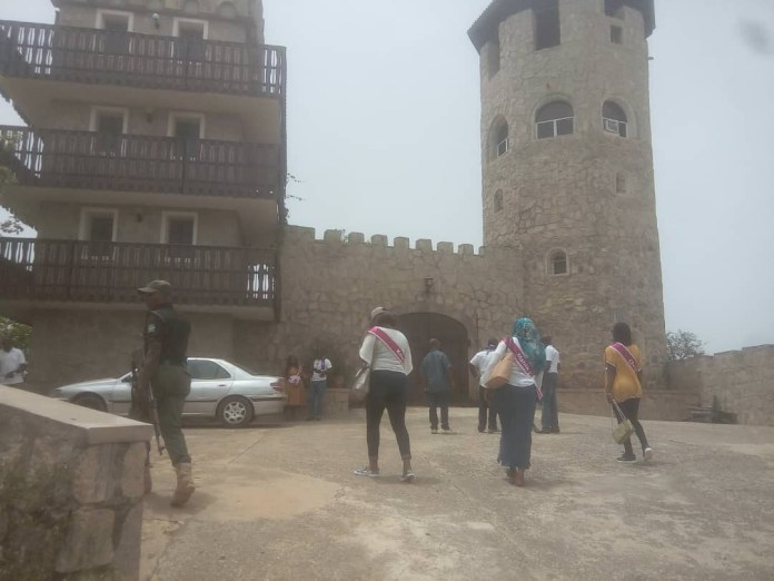 Gunmen storm tourist attraction in Kaduna, kill one expatriate and abducts three others