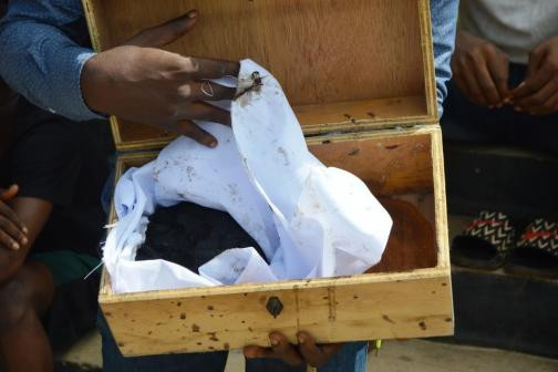 EFCC arrests 32 suspected Yahoo Boys hiding inside chairs in Ogun (photos)