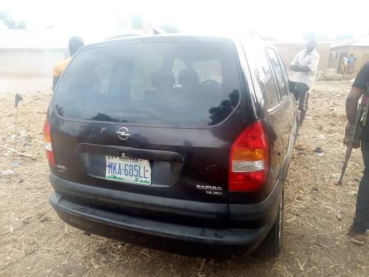 Photos: Gunmen attack travelers on Abuja-Kaduna Highway, kill one, kidnap driver, others