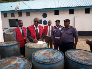 Photos: Nigerian Navy parades?eight suspects for oil theft