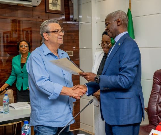 25-years after, FG fulfils pledge to give a house to former Super Eagles? coach, Clemens Westerhof