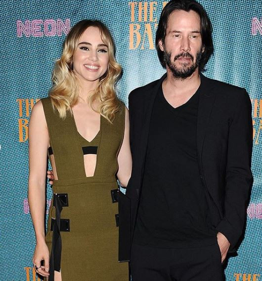 The interesting way Keanu Reeves takes photos with women
