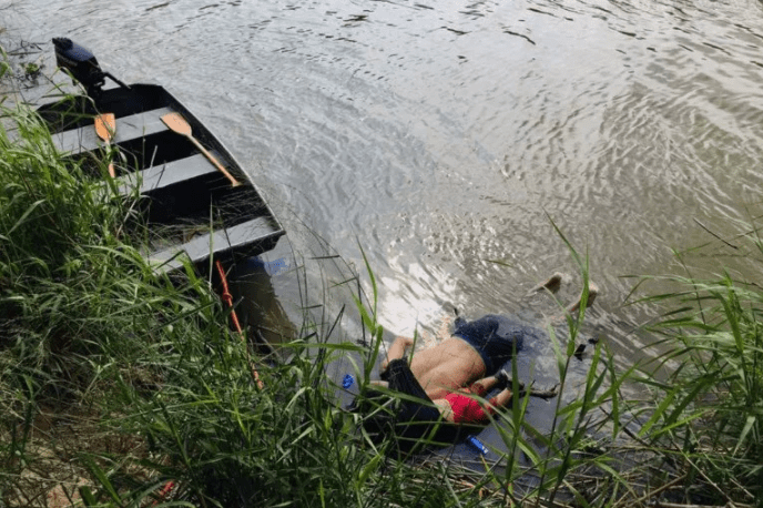 Heartbreaking photo of dead migrant father and daughter trying to get to the US