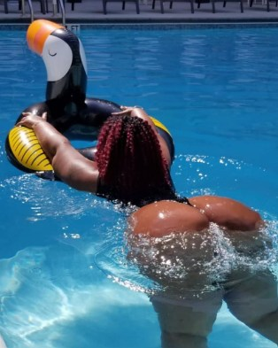 South African plus-size lady causes a stir on Twitter as she proudly flaunts her body (Photos)