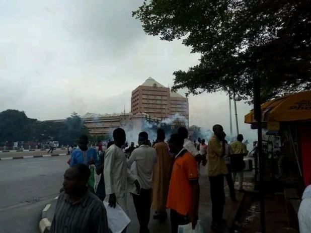 Photos: Shi?ites, police officers clash again at Federal Secretariat Abuja