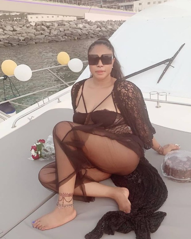 Mimi Orjiekwe shows off sexy butt as she enjoys time out with friends in Dubai (photos)