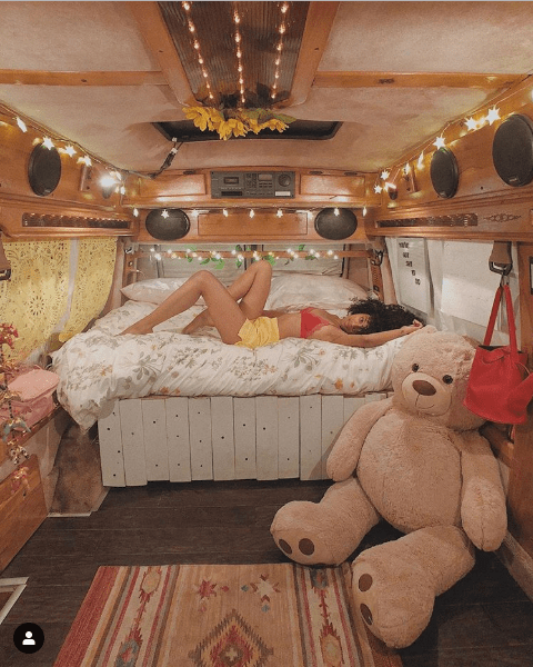 The stylish 19-year-old girl who lives in a van (Photos)