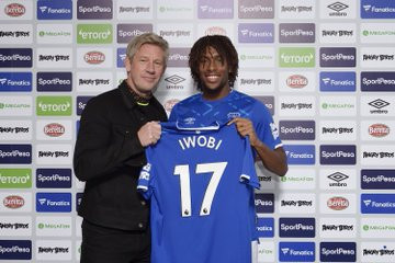 Alex Iwobi unveiled as an Everton player (photos)
