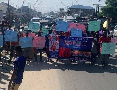 Angry youths protest against 'yahoo yahoo' in Delta State