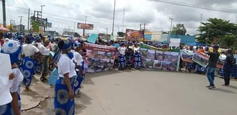 Aba women protest over deplorable roads, give Governor Ikpeazu 90 days ultimatum (photos)