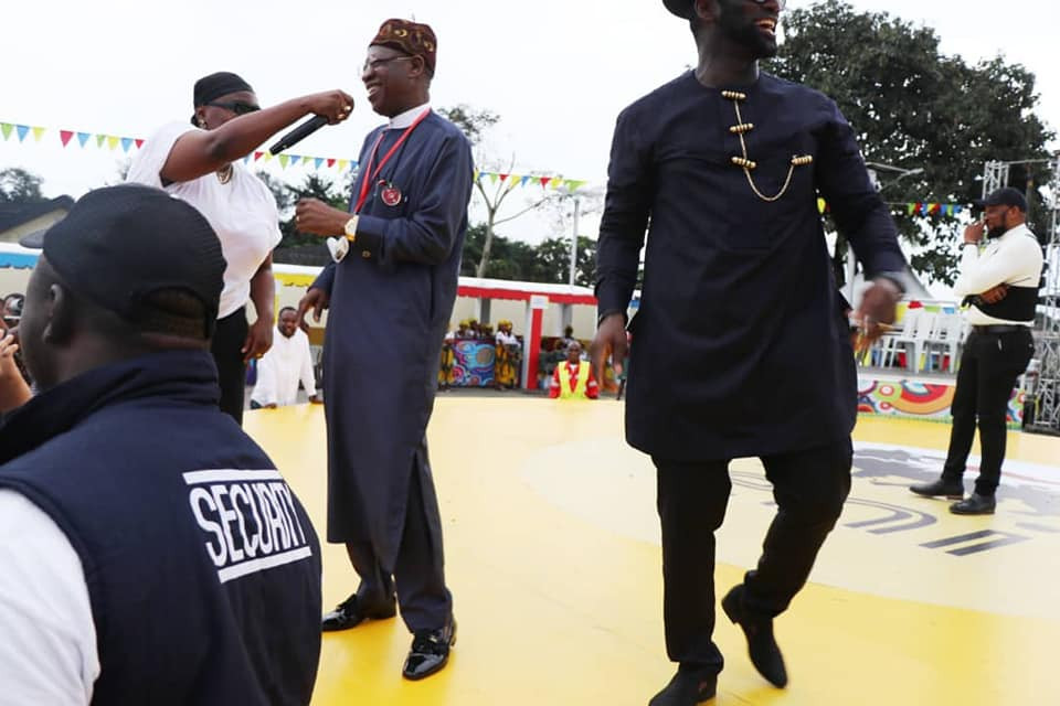 Check out Lai Mohammed rocking to Teni
