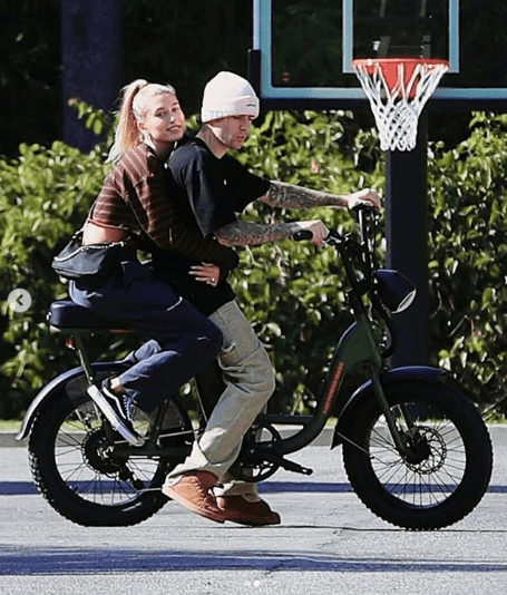 Hailey Bieber clings to Justin Bieber as they ride on his bike (photos)