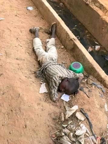 Sad photo of a Nigerian child sleeping on a pile of dirt along the road in the North