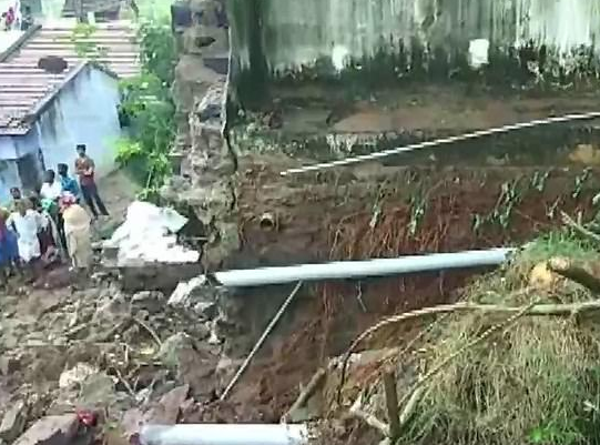17 people?buried alive in their sleep after heavy rain caused a?20ft high wall to collapse
