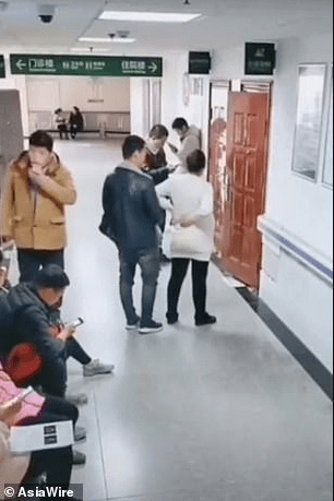Husband turns himself into a human chair so his pregnant wife can sit