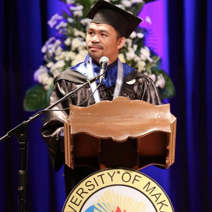 Manny Pacquiao graduates from the university with a degree in political science (photos)