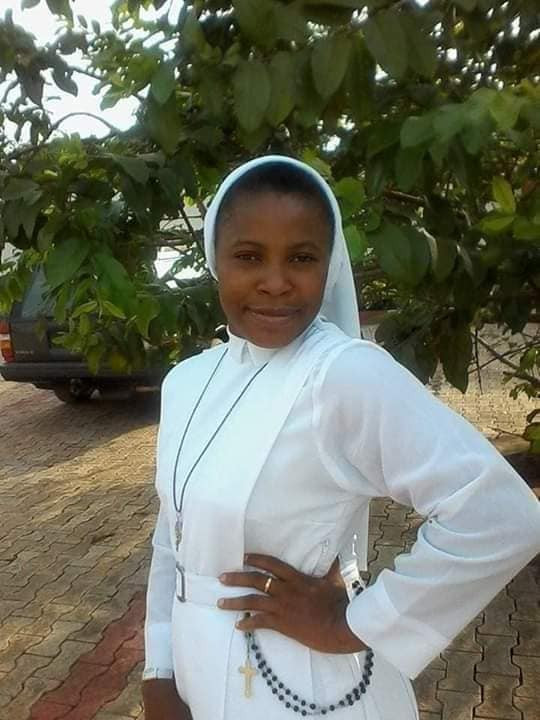 Photos from the wedding ceremony of former Catholic Reverend Sister who married a policeman