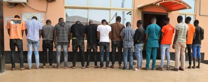 EFCC arrests 2 brothers and 13 others over internet fraud
