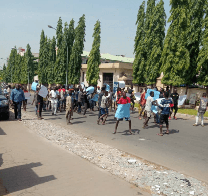 APC youths stage protest at party headquarters, demand Oshiomhole?s sack (photos/video)