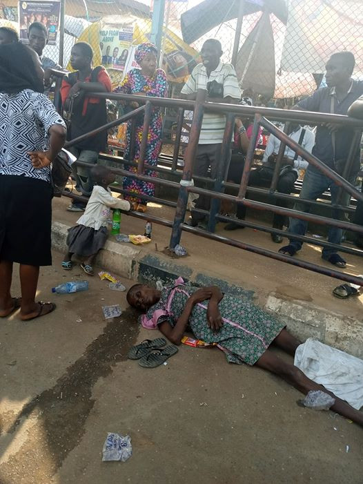 Little girl left stranded after her mother slumped and died at a BRT bus station in Lagos (photos)