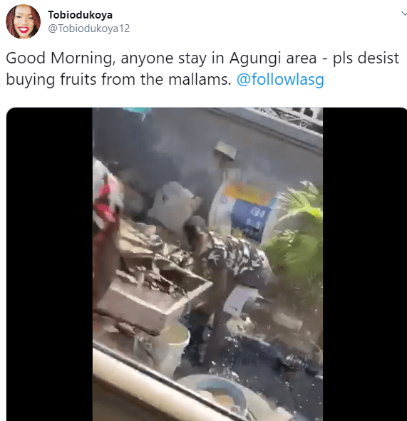 Lady calls out fruit sellers for allegedly washing their fruits with gutter water in Agungi (video)