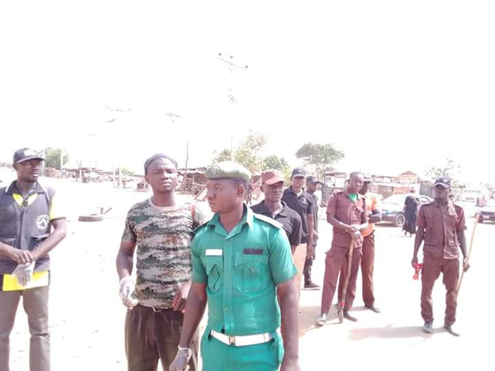 COVID-19: Niger State Govt turns trailer filled with over 50 people back to Lagos (photos/Video)
