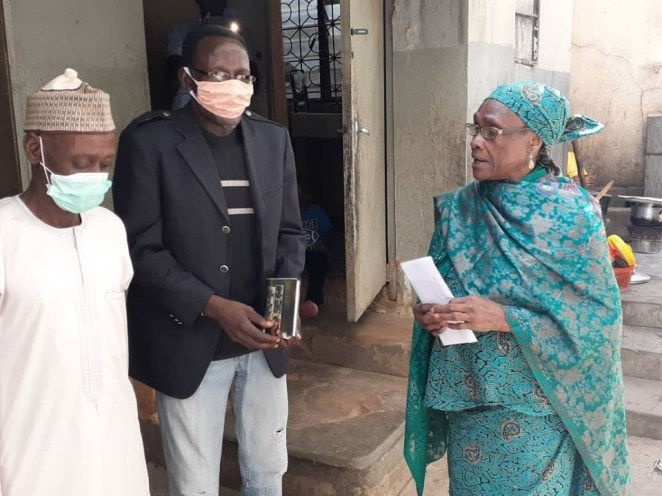 Mother of late captain of Flying Eagles, Ali Jeje receives N50,000 palliative from Sports Minister Sunday Dare