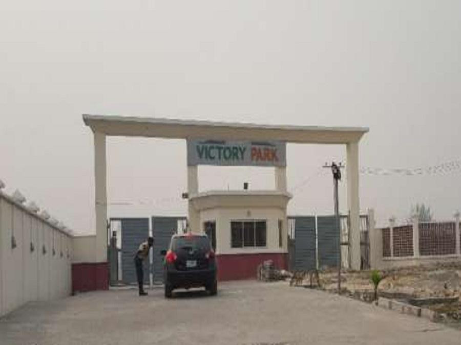 Nigerian man stabs his wife to death and then commits suicide in their home in Lekki
