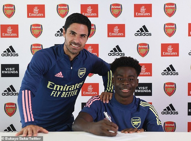 18-year-old Bukayo Saka signs new long-term deal with Arsenal
