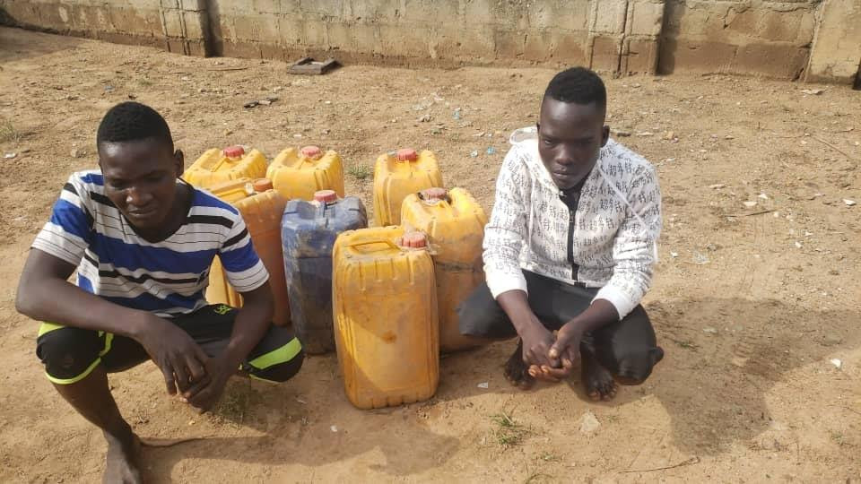 Suspected pipeline vandal dies, his accomplices arrested while siphoning fuel from a burst pipeline in Niger state (photo)