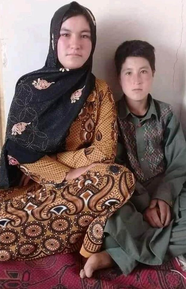 Afghan teenager guns down Taliban fighters with AK-47 after they murdered her parents (Photos)