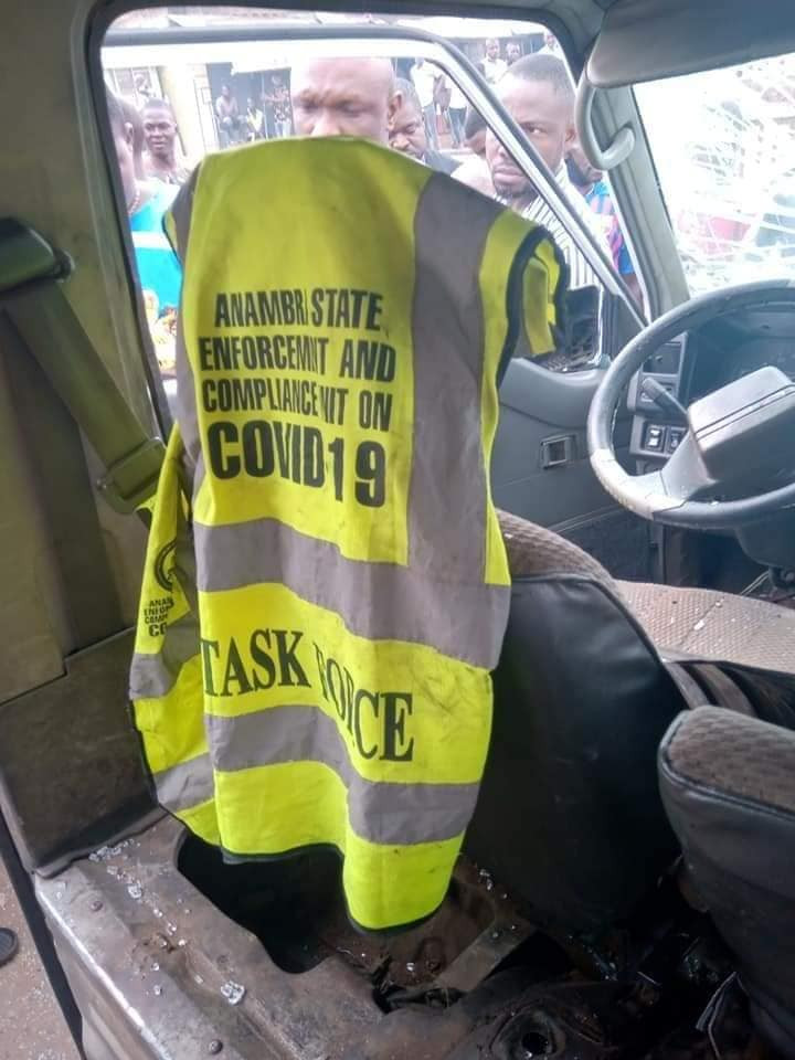 Anambra State task force officials nabbed while allegedly sexually molesting a girl they accused of flouting the law on wearing of face mask