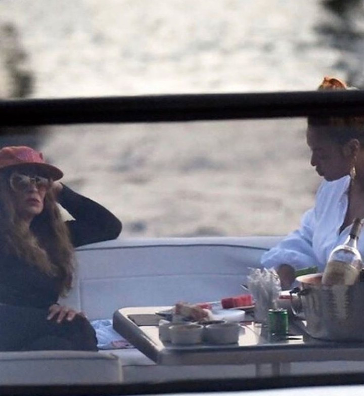 Beyonce and her family pictured on boat ride with her mum (photos)