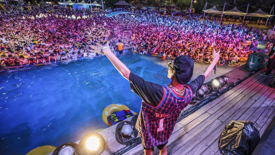 Wuhan holds massive pool party with thousands in attendance three months after reporting no new COVID-19 cases (Photos/Video)