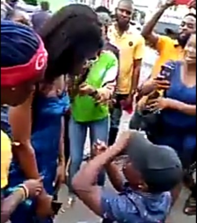 Nigerian man breaks down in tears as woman rejects his proposal in public (video)