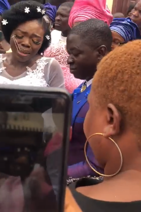 Nigerian bride cries as her mum presents her with a car on her wedding day (video)