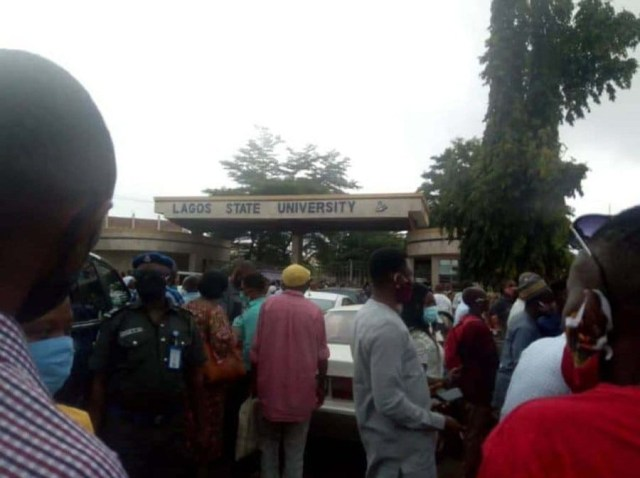 Vice Chancellor and students locked out as ASUU and NASU members protest in Lagos State University (photos)