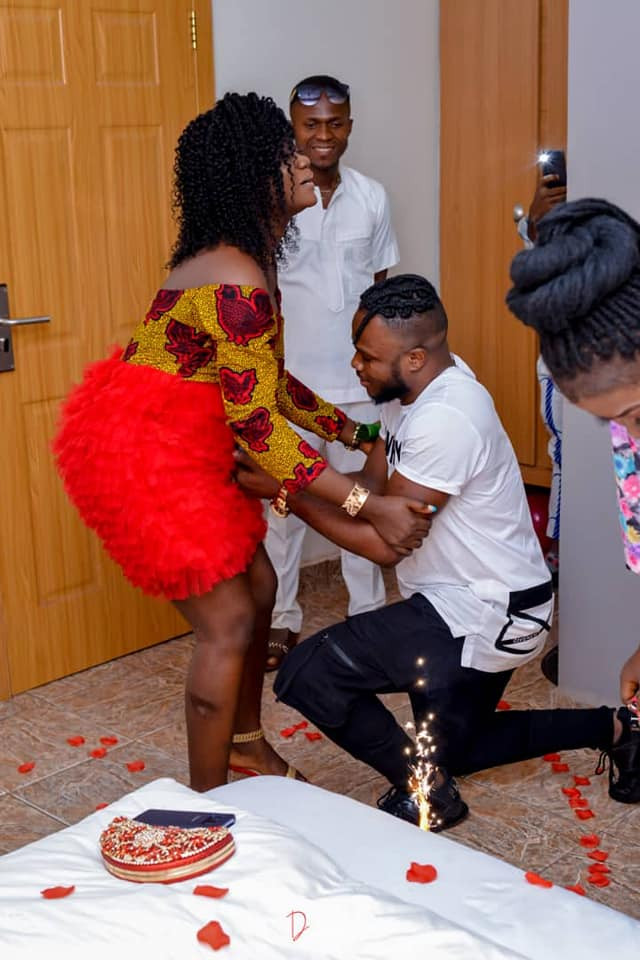 """""""After seeing plenty vag*na you decide to follow mine"""" - Nigerian woman writes as she kneels down to accept her boyfriend"""