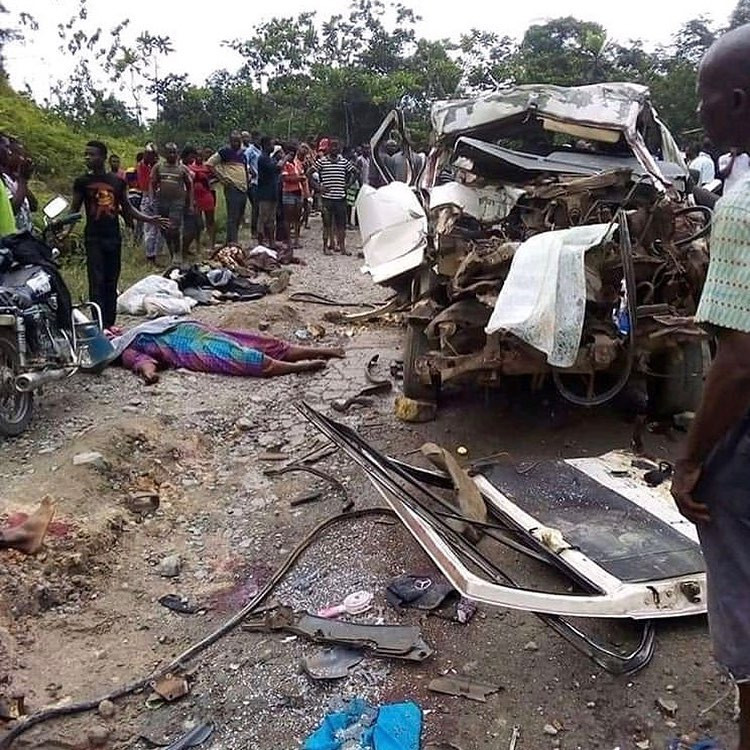 11 persons travelling for funeral die in fatal auto crash along Calabar-Ikom road (graphic photos)