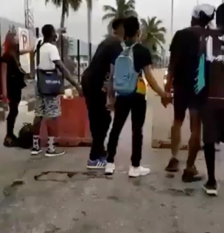 End SARS protesters block Lekki toll gate as they reject IGP