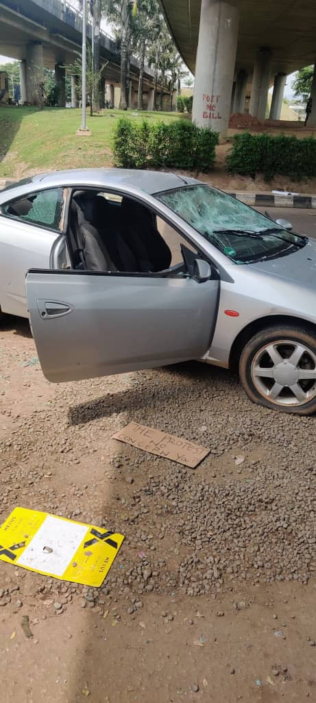 Cars destroyed as hoodlums attack #EndSARS protesters in Abuja(videos)