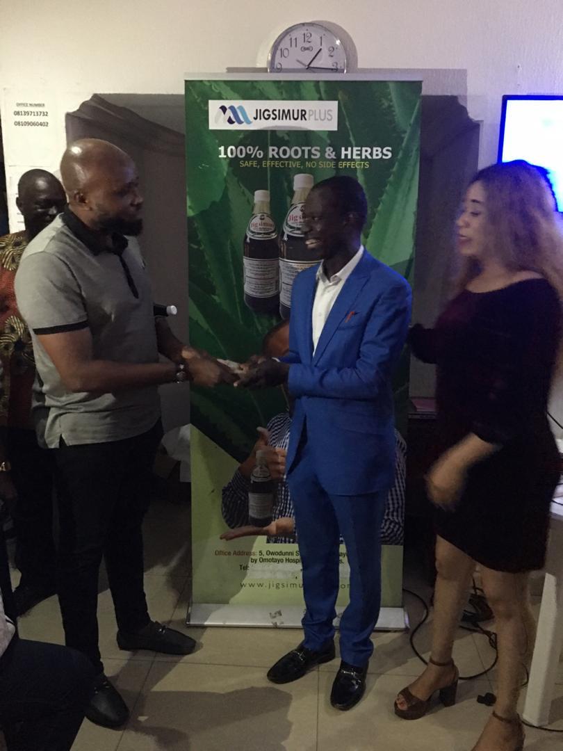 Lagos Entrepreneur Lilian Osuofia of Jigsumur Empowers Indigent Nigerians with Cash Gifts lindaikejisblog 5