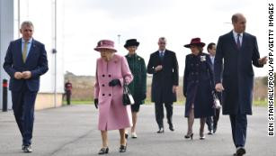 94 year old Queen Elizabeth carries out first royal engagement in months without wearing a mask (photos)