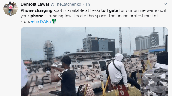 #EndSARS protesters mount solar-powered phone charging spot at Lekki toll gate (video)