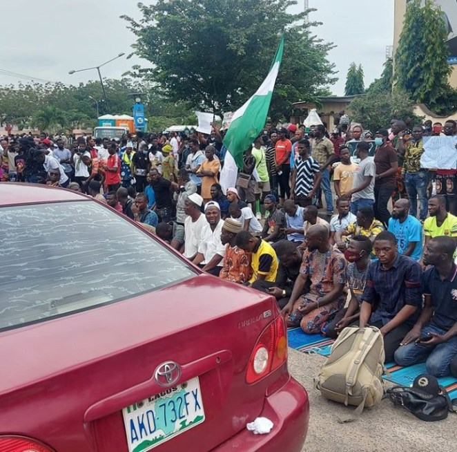 Nigerian Muslims observe Friday prayers at the#EndSARS protest locations in Lekki and Alausa while the non-Muslims maintained silence to allow them pray (videos/photos)