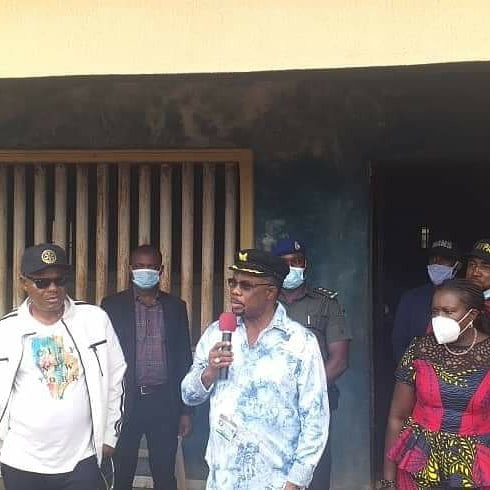 Governor Obiano secures the release of detainees in Akwuzu SARS office (photos)