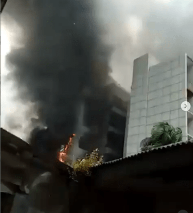Nigerian Ports Authority Headquarters in Lagos has been set on fire (video)